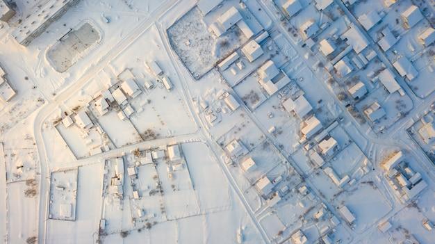 Photo aérienne du village russe en hiver