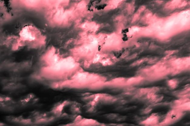 Photo artistique du ciel avec des nuages dans des couleurs roses et blanches, conception de fond de nature abstraite
