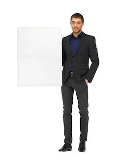 Photo d'un bel homme en costume avec un tableau blanc.