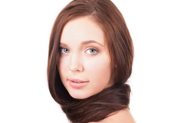 Photo de belle fille aux cheveux longs