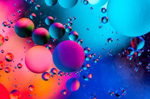 Photo de bulles colorées d'oxygène dans l'eau