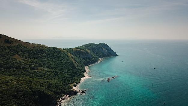 Photo de la célèbre plage de la mer de thaïlande appelée koh larn pattaya ville thaïlande