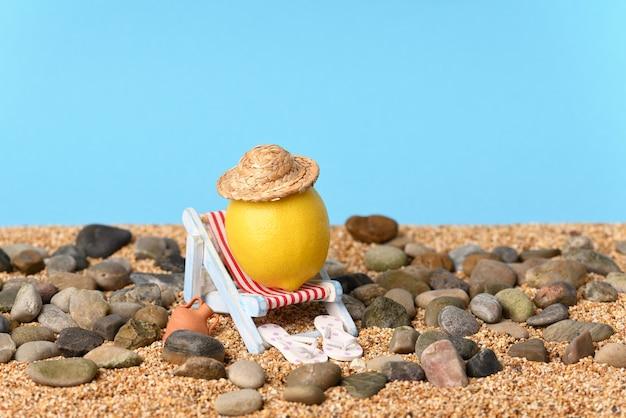Photo conceptuelle sur les vacances en bord de mer par une chaude journée ensoleillée.