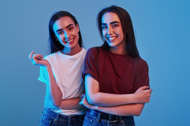Photo de deux beaux jumeaux