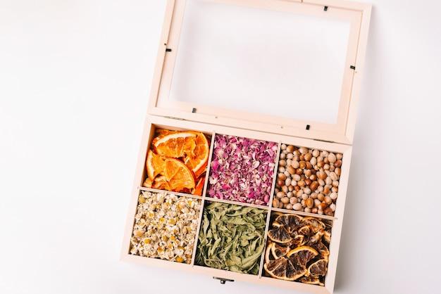Photo de différents types de boîte à thé, boîte à thé colorée