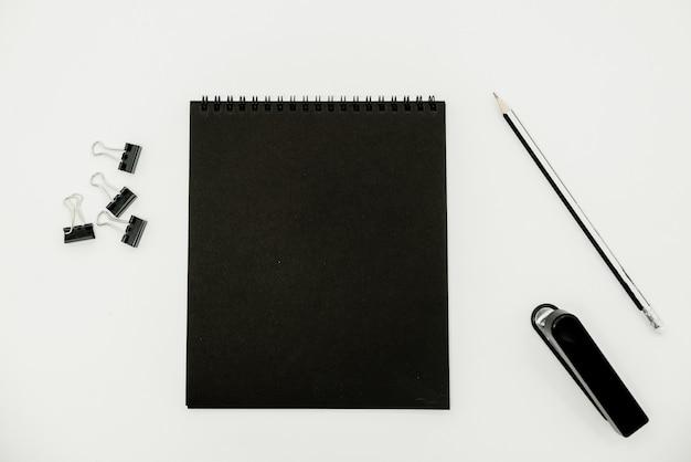 Photo du bloc-notes sur le fond avec espace de copie