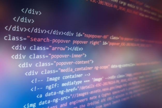 Photo du moniteur du pc de bureau. fonctions javascript, variables, objets. les chefs de projet travaillent sur une nouvelle idée. processus de création de technologies futures.