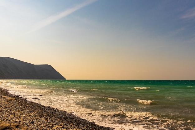 Photo d'été d'un paysage marin.