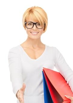 Photo De Femme D'affaires Avec Des Dossiers Prêts Pour La Poignée De Main Photo Premium