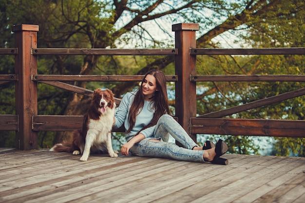 Photo d'une femme avec un chien