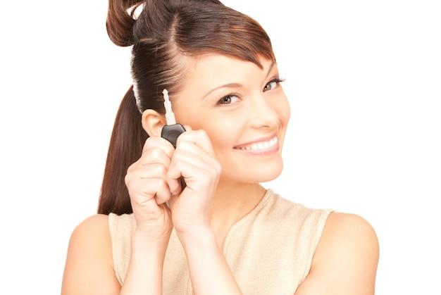 Photo de femme heureuse avec clé de voiture sur blanc
