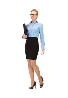 Photo d'une femme heureuse avec un dossier dans les spécifications