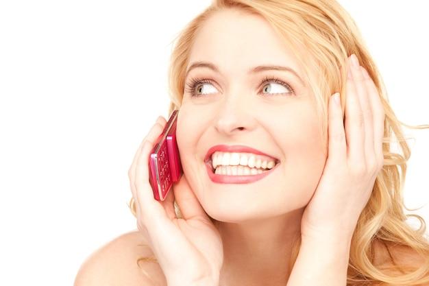 Photo d'une femme heureuse avec un téléphone portable