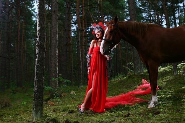 Photo de fille glamour avec cheval