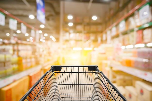 Photo floue abstraite de magasin avec chariot en arrière-plan de magasin bokeh