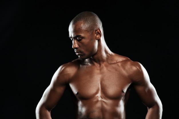 Photo en gros plan de l'homme de sport afro-américain au repos