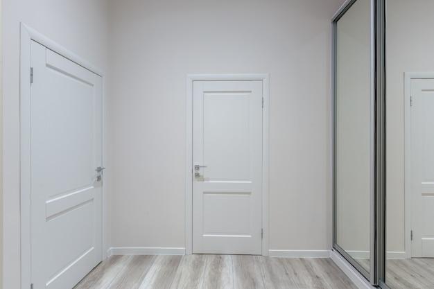 Photo de l'intérieur, hall dans un bel appartement