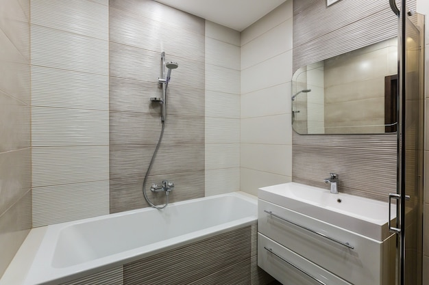 Photo intérieure d'une salle de bain
