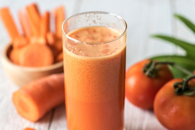 Photo macro de jus de carotte fraîche