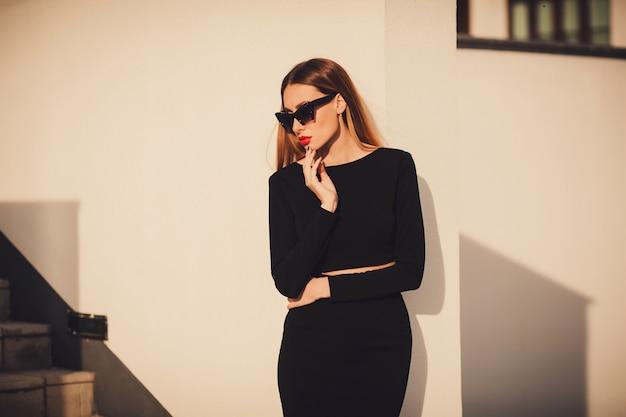 Photo de mode de belle jeune femme