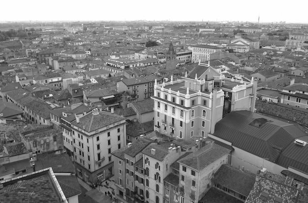 Photo monotone, belles architectures de la vieille ville de vérone dans le nord de l'italie