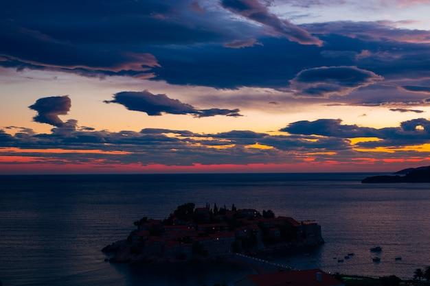 Photo panoramique de l'île de sveti stefan