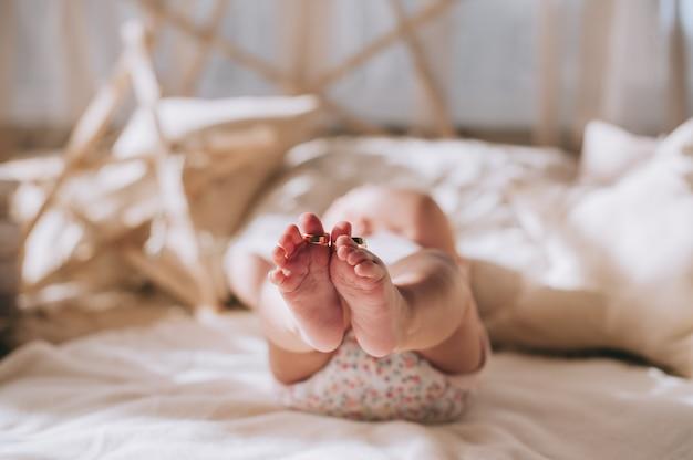 Photo des pieds de bébé nouveau-né