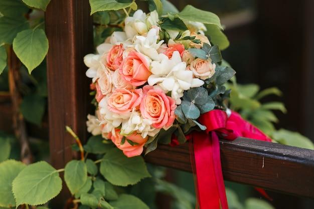 Photo de plein air bouquet de mariage en gros plan