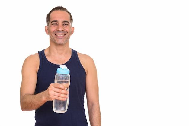 Photo de studio de bel homme persan mature prêt pour gym isolé sur fond blanc
