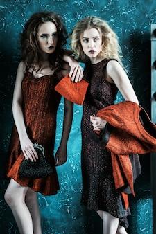 Photo de style vogue de deux dames de la mode, tons froids
