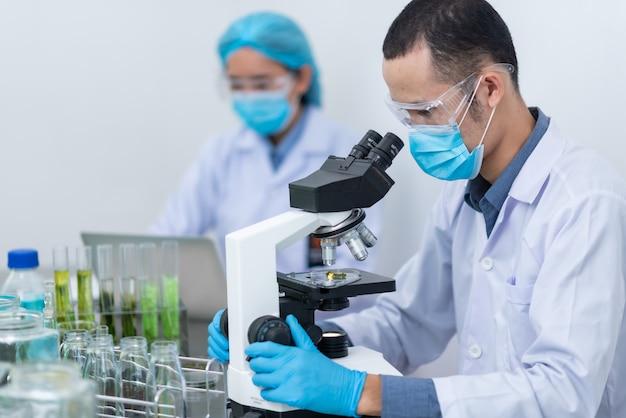 Photobioréacteur dans l'industrie des biocarburants utilisés dans les algues de laboratoire.