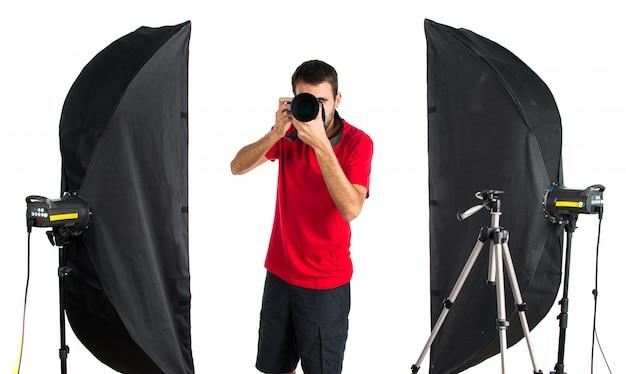Photographe dans son atelier