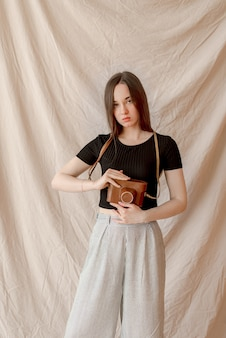 Photographe fille tenant la caméra