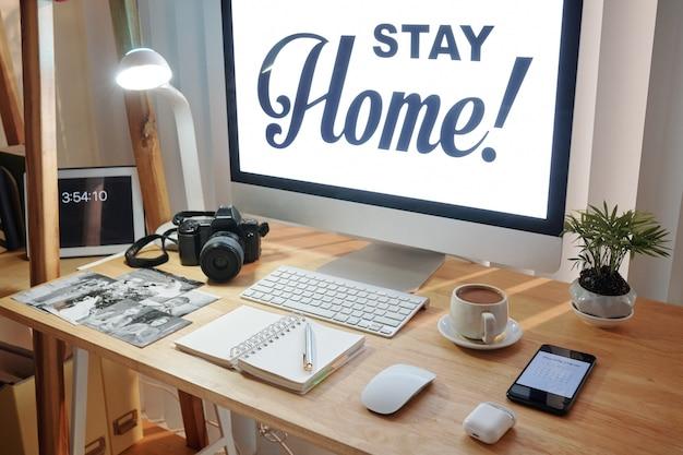 Photographe de mariage travaillant à domicile