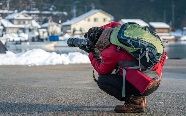 Photographe avec paysage d'hiver