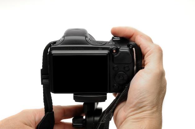 Photographe à prendre des photos avec appareil photo sur trépied