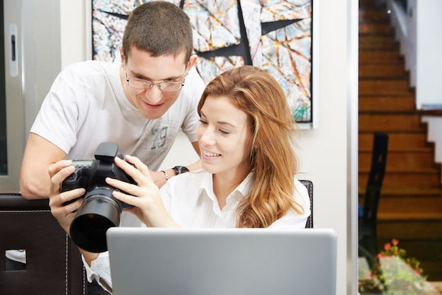 Photographes travaillant
