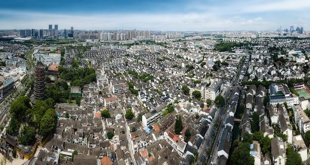 Photographie aérienne d'anciens bâtiments de la tour du temple nord dans la vieille ville de suzhou