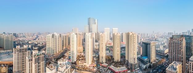 Photographie aérienne de bâtiments modernes au centre-ville de qingdao