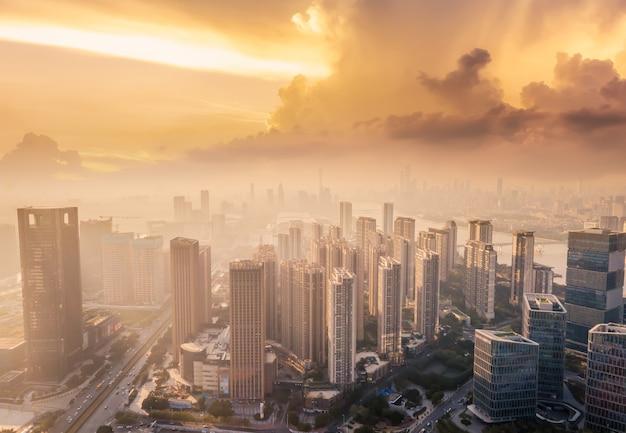 Photographie aérienne du paysage architectural urbain le long de la rivière des perles à guangzhou