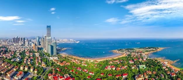 Photographie aérienne du paysage côtier de la ville de qingdao