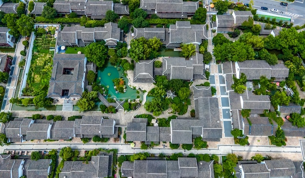 Photographie aérienne du paysage de jardin chinois dans la vieille rue xietang du canal de suzhou
