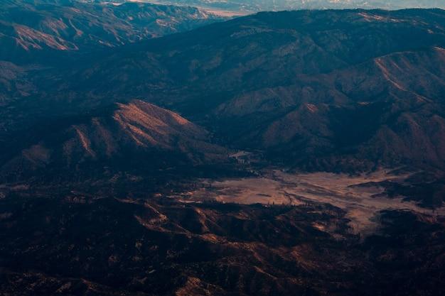 Photographie aérienne de la montagne