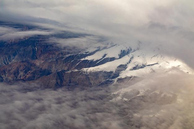 Photographie aérienne des montagnes