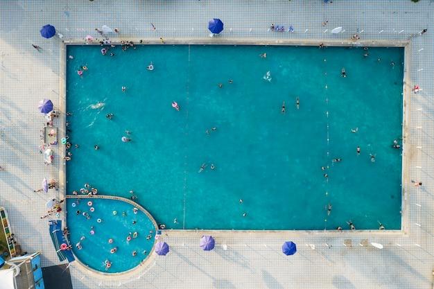 Photographie aérienne piscine extérieure