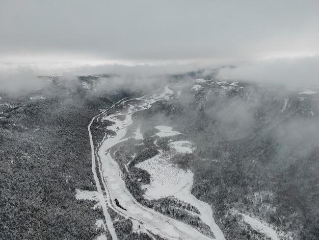 Photographie aérienne de la rivière