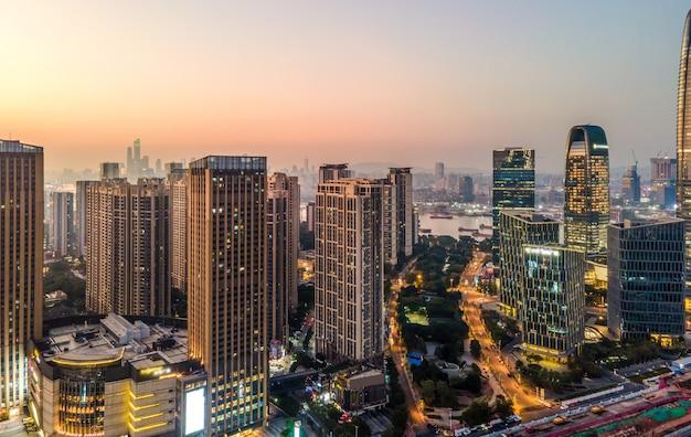 Photographie aérienne de la vue nocturne de l'architecture de la ville de guangzhou