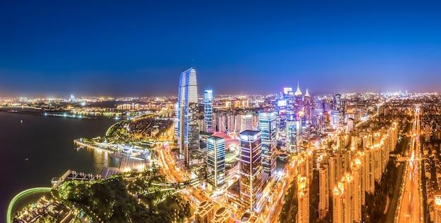 Photographie aérienne de la vue nocturne du centre financier de suzhou