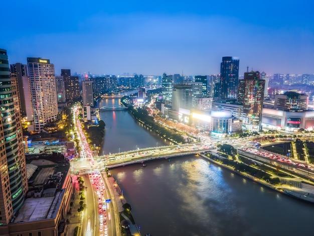 Photographie aérienne de la vue de nuit de paysage d'architecture de ville de ningbo