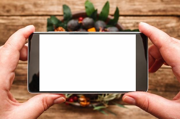 Photographie alimentaire de la plaque avec des fruits d'automne